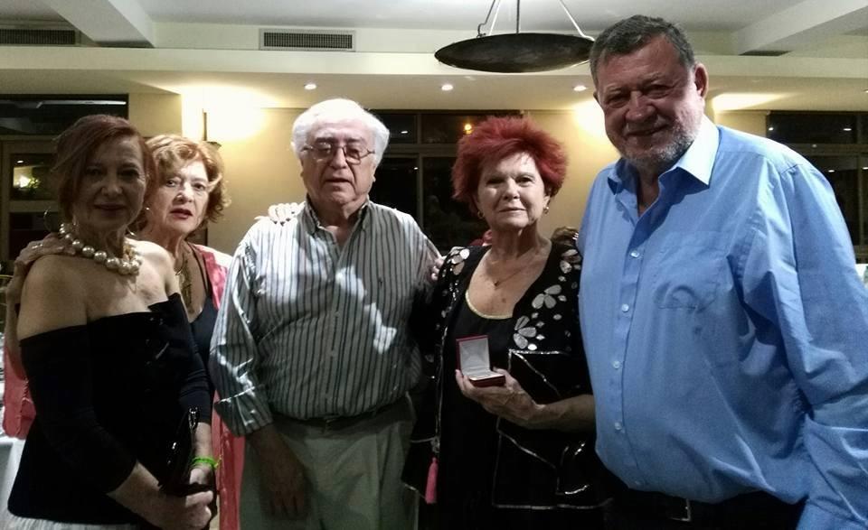 Niky, a la derecha, acompañado por sus hermanos Alicia, Susana, Alejandro y Marta